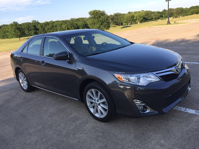 2014 Toyota Camry Hybrid XLE at Texas Topline Motors in Dallas TX